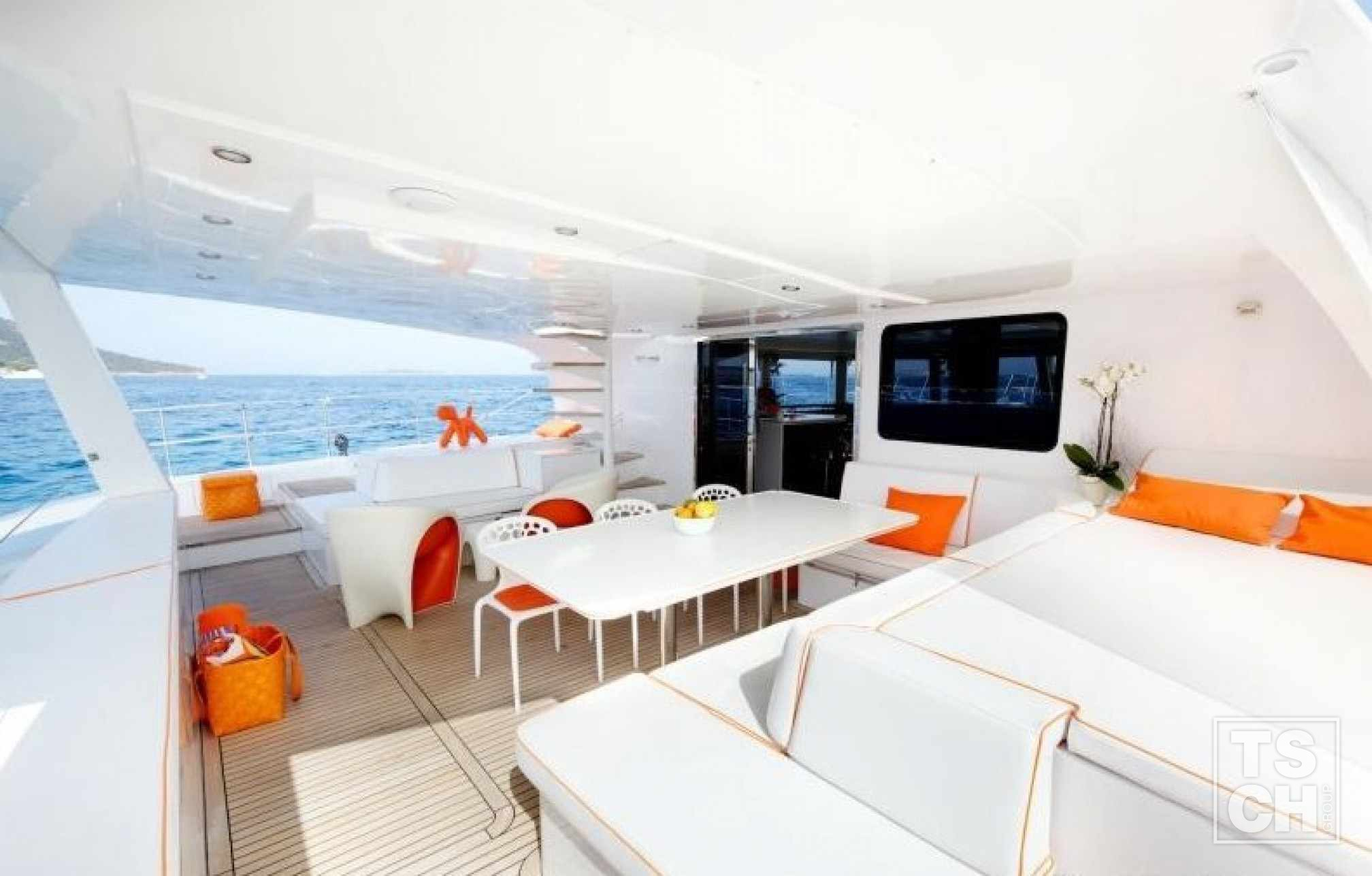 MAITA'I Luxury Catamaran Bath