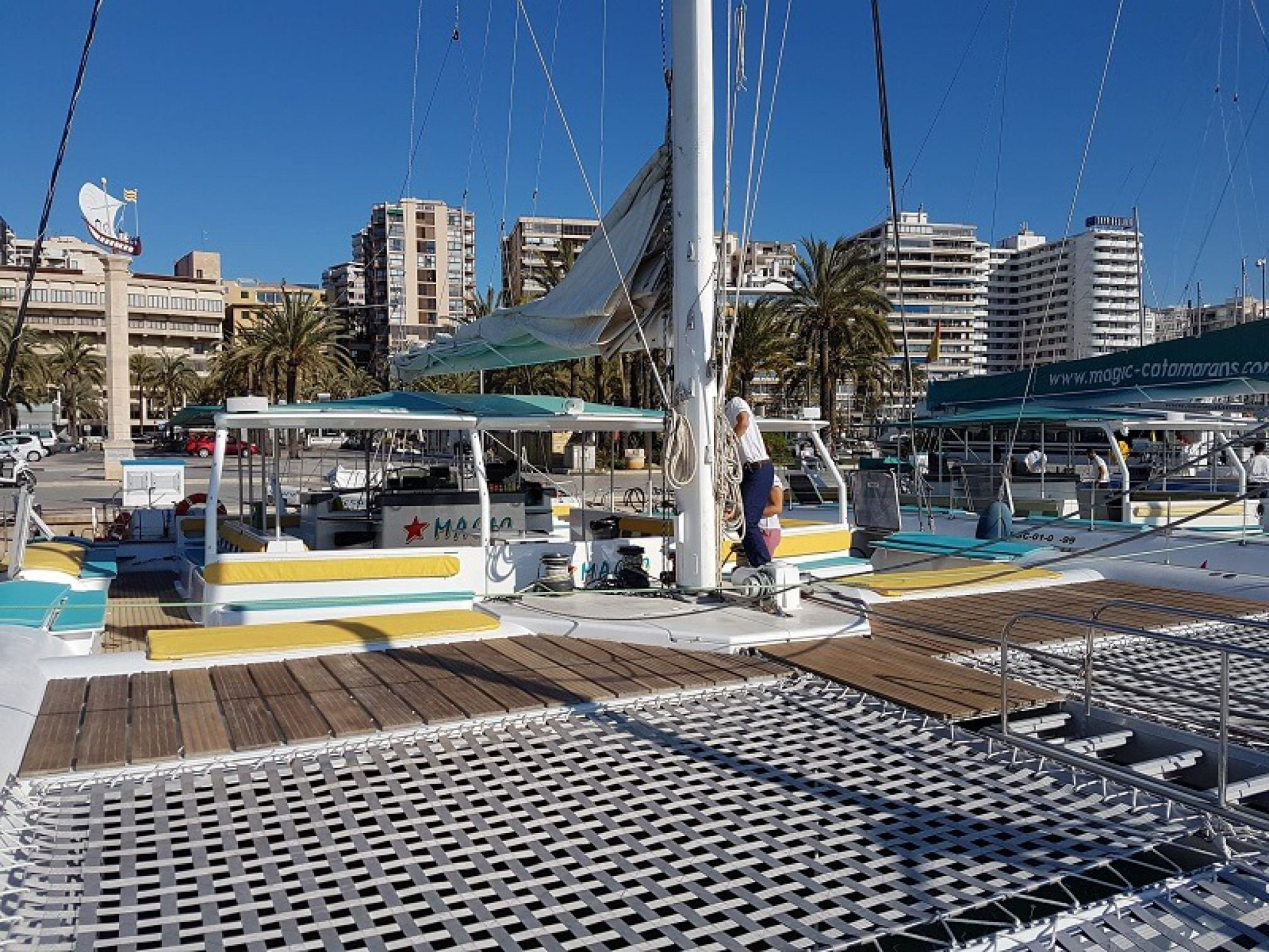 Catamaran de alquiler para eventos Tahiti 75 proa
