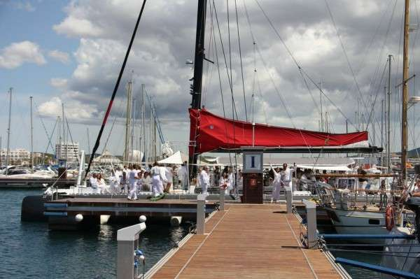 Catamarán para eventos Ibiza Five Star en puerto
