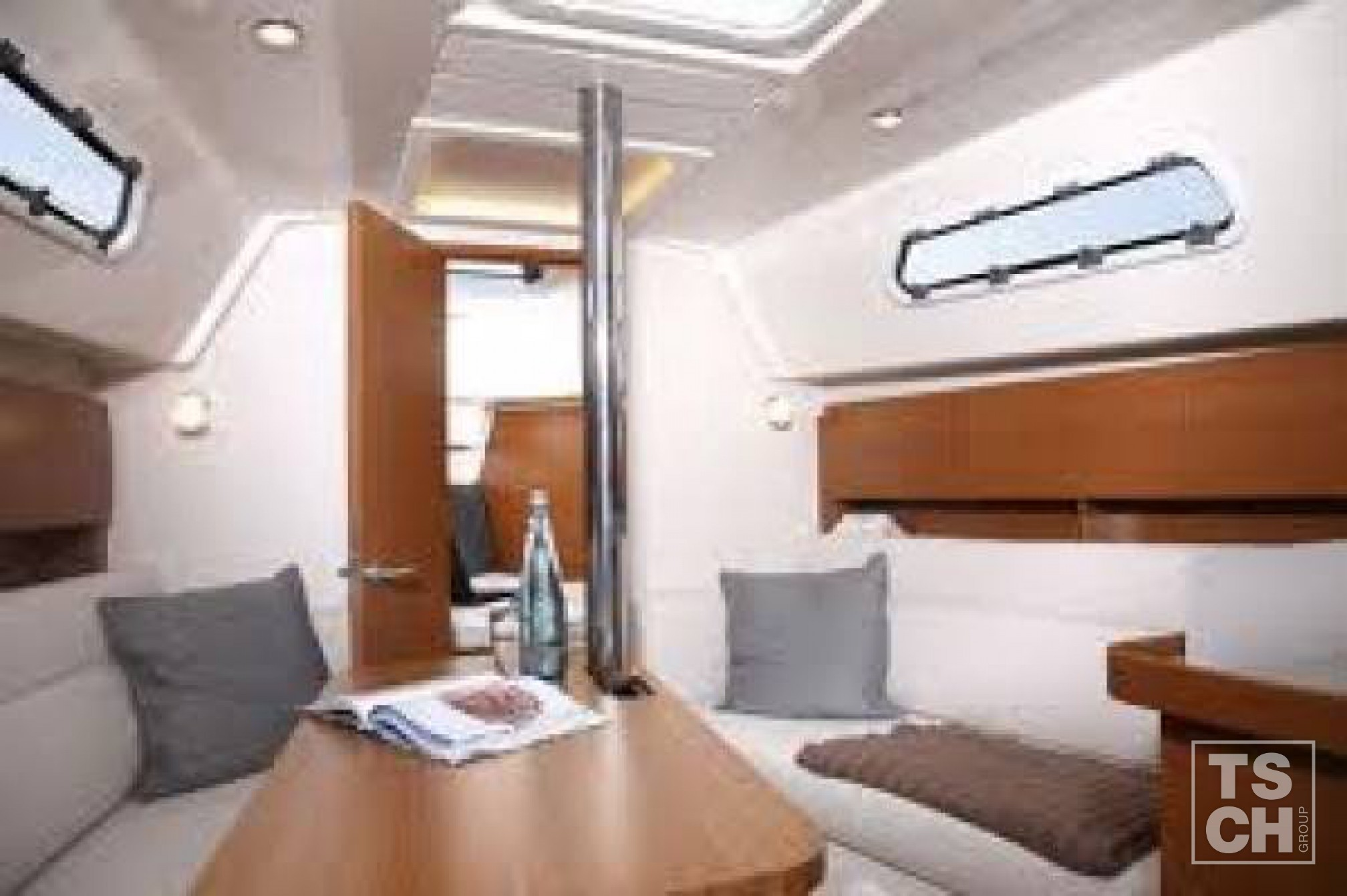 Hanse 325 (2 cab)_Salon