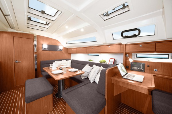 Bavaria 41 cruiser new living