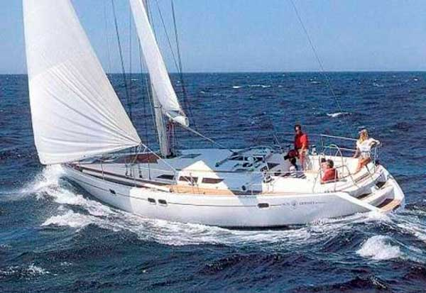 Sun odyssey 47 velero de alquiler, navegando